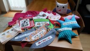 Battisti Sylvia: Bestickte Handtücher, Baverlen, Kissen , Halstücher für Kinder und genähte Loops für Erwachsene.